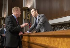"""Après les violences au Capitole, un sénateur dénonce la """"cancel culture"""" de l'édition"""