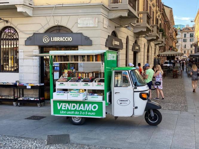 À Milan une librairie itinérante d'occasion,Ape Libraccio