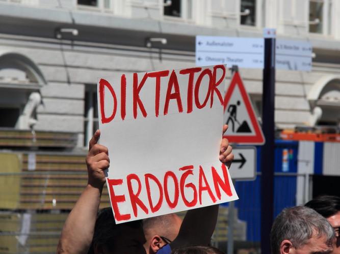 Au choix : censure ou exil, pour les auteurs et journalistes de Turquie