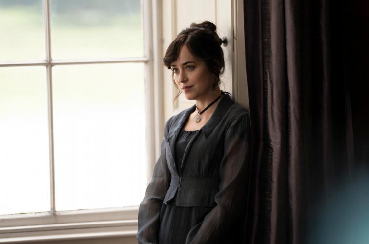 Les premières images de Persuasion, ou Jane Austen version Netflix