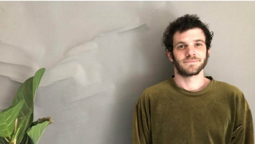 Portrait de Serge Moati par son fils dans Square Artiste