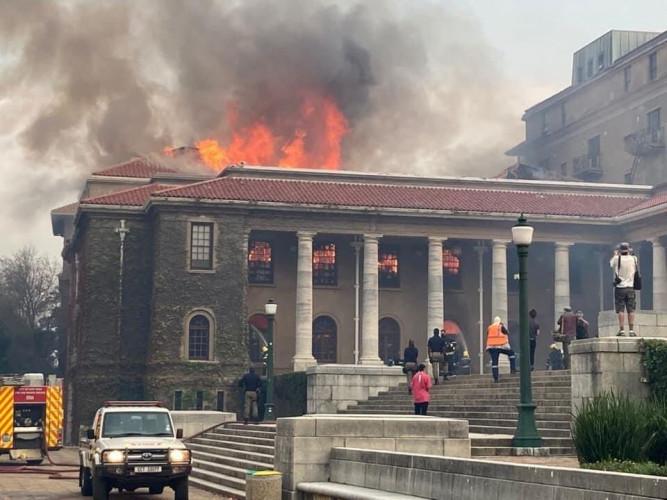 Afrique du Sud : une importante bibliothèque universitaire part en fumée