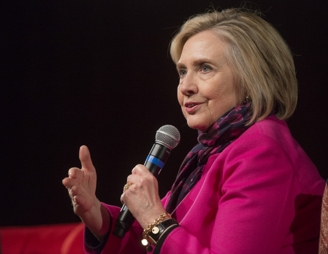 Hillary Rodham Clinton cosigne un thriller, State of Terror, avec Louise Penny
