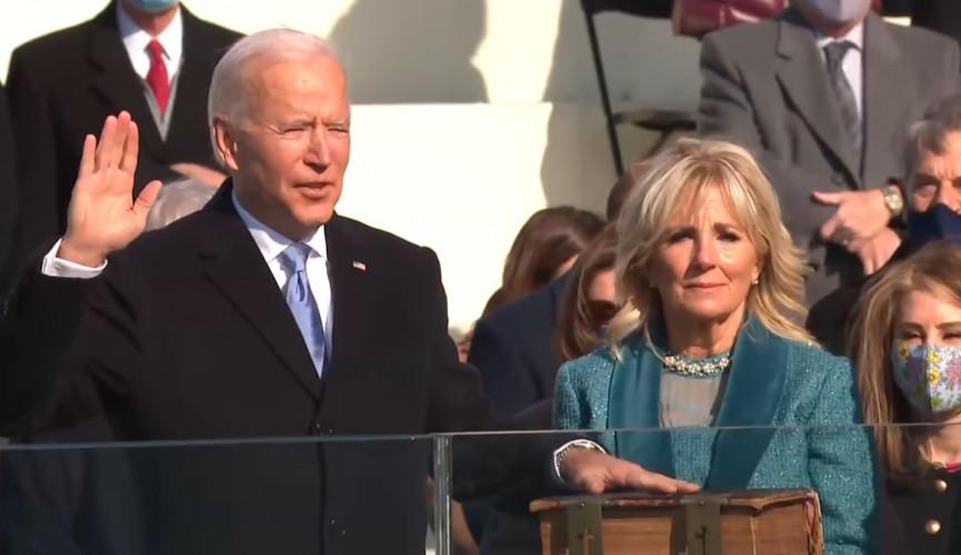 Investiture : la bible de Douai réunit Joe Biden et Kennedy, 60 ans plus tard