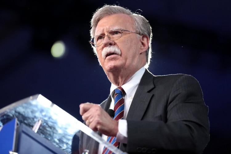 John Bolton, mis en cause pour son livre, pourra se défendre