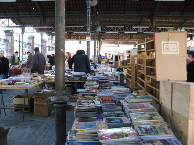 Vente de livres sur les marchés : un recours en référé devant le Conseil d'État