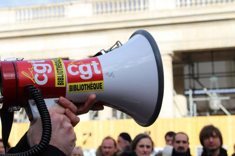 Mérignac : des agents de la médiathèque en grève, contre le travail dominical