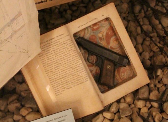 La lecture est une arme, qui peut en dissimuler une autre