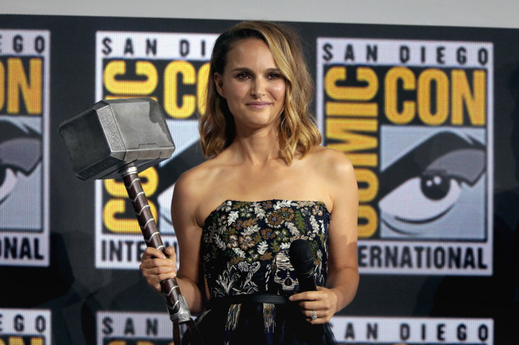 Natalie Portman s'investit dans un roman d'Elena Ferrante