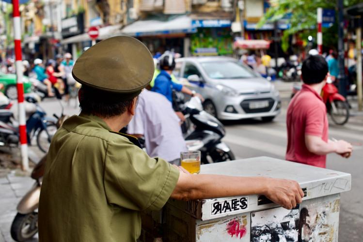 Vietnam : un poète interpellé pour son engagement politique ?