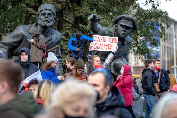 """Face au dictateur Loukachenko, """"publiez des auteurs biélorusses"""" !"""