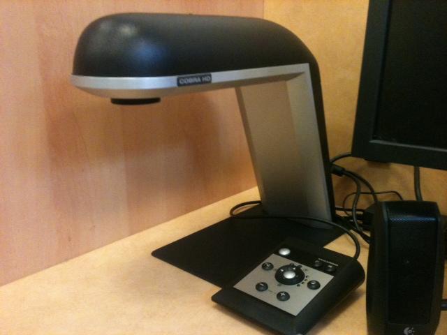 La webcam surplombe la table, sur laquelle l'utilisateur dépose le document à scanner