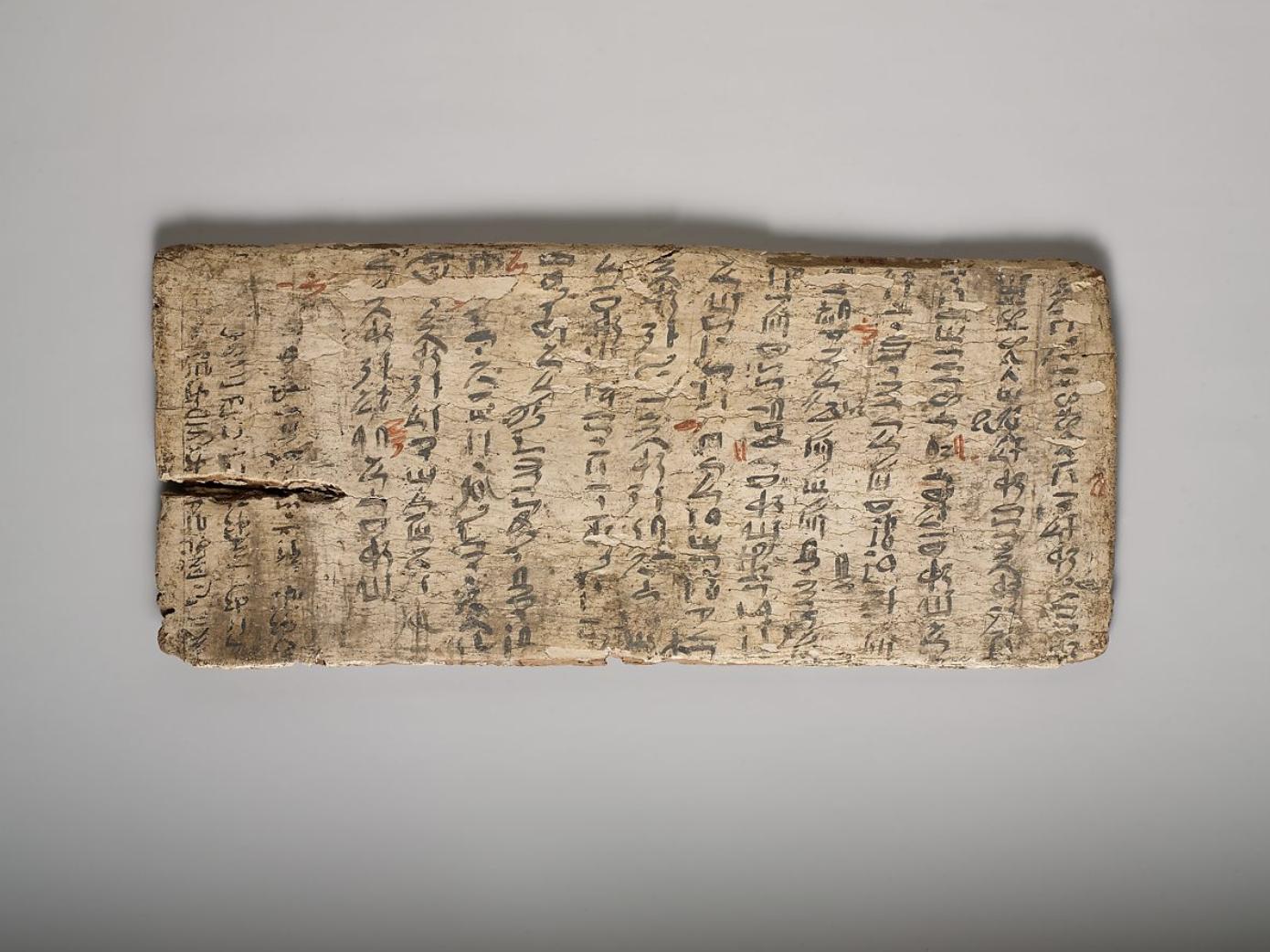 Une tablette égyptienne de 4000 ans, criblée de fautes et corrigée en rouge